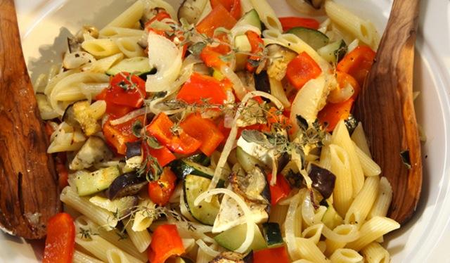 Nudelsalat mit Ofengemüse (vegan)