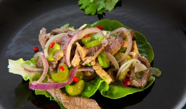 Lauwarmer Thai-Rindfleischsalat mit Koriander