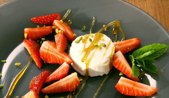 Erdbeeren mit Ziegenkäse und Karamell
