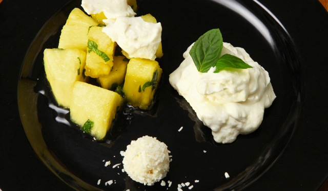 Raffaello-Sahne toppt Ananas-Salat