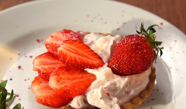 Erdbeertörtchen mit pfeffriger Mascarpone
