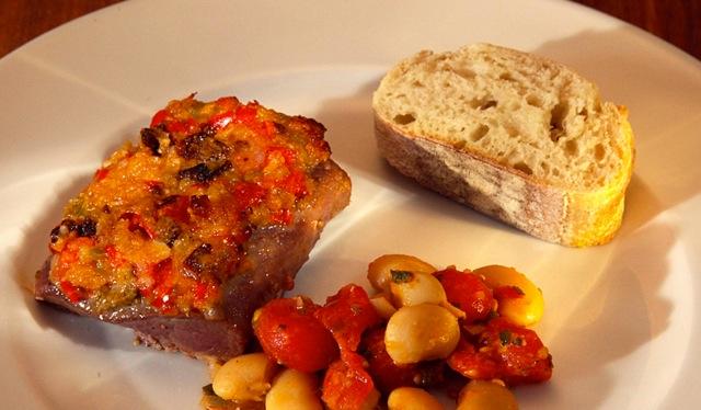 Lammlachse mit pikanter Tomaten-Kruste & Bohnen