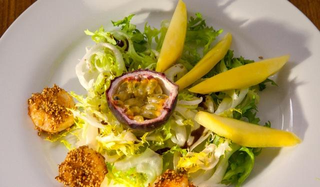 Salat mit Garnelen, Mango & Passionsfrucht