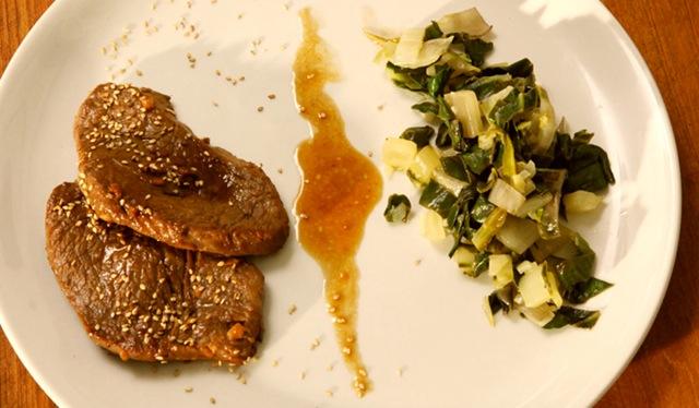 Teriyaki-Steaks mit frischem Mangold