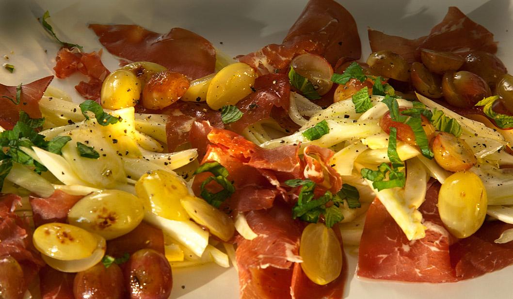 Bresaola mit Fenchel und karamellisierten Trauben