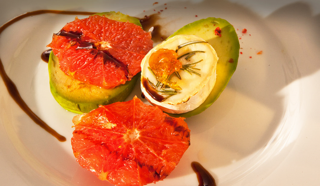 Avocado mit Ziegenkäse und Grapefruit