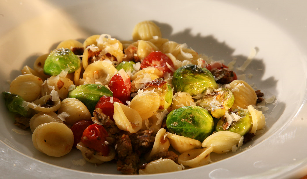 Leckere Pasta mit Rosenkohl und Salsiccia