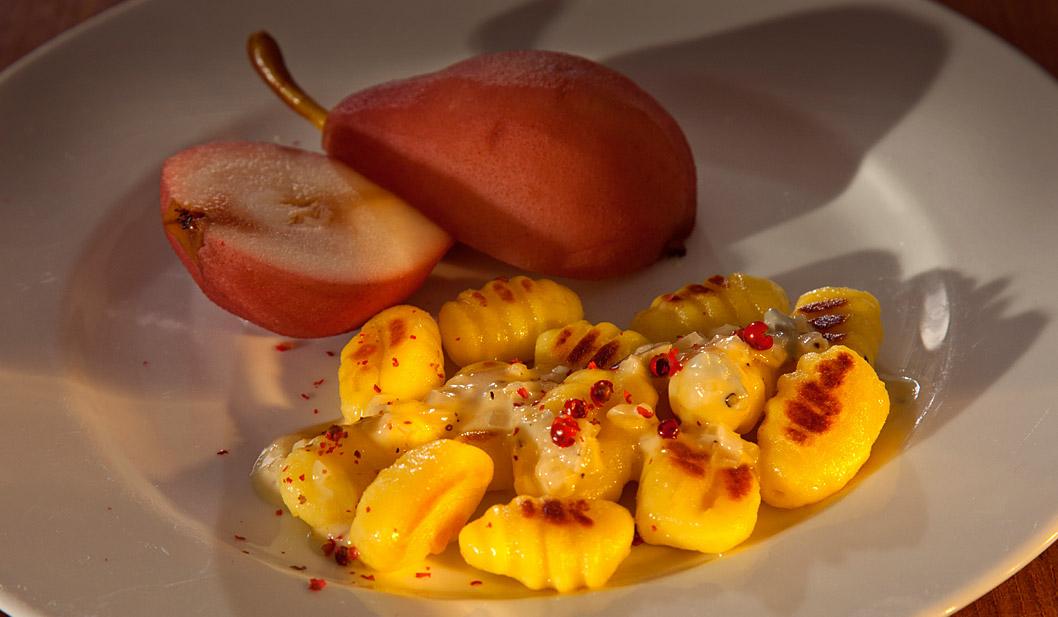 Gnocchi mit Cassis-Birnen und Gorgonzola-Creme