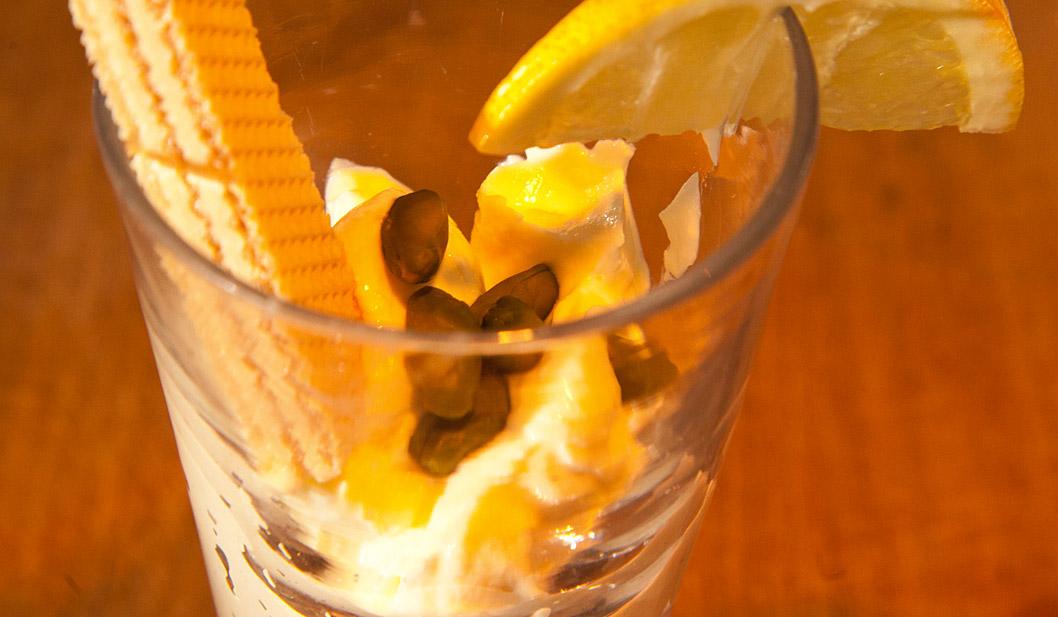 Turboschnelle Zitronencreme mit Pistazien