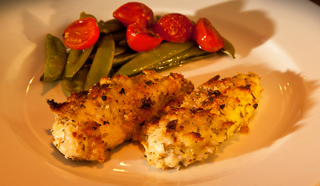 Hähnchen-Brust mit Parmesan, Knackerbsen und Knoblauch
