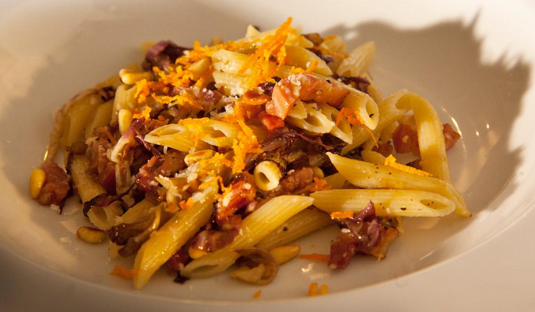 Pasta mit Radicchio und Orangen